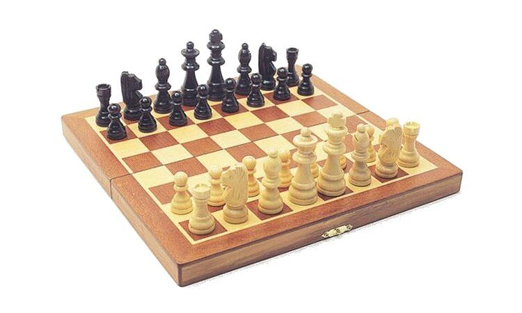 Gifts age 11 buy presents for 11 year old boys - Simple chess set ...