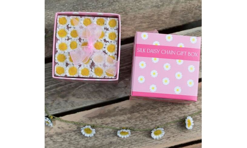 Silk Daisy Chain Gift Box Close Up